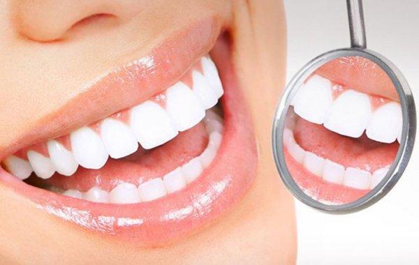 Αυτό είναι το φρούτο που λειτουργεί σαν λευκαντικό για τα δόντια μας