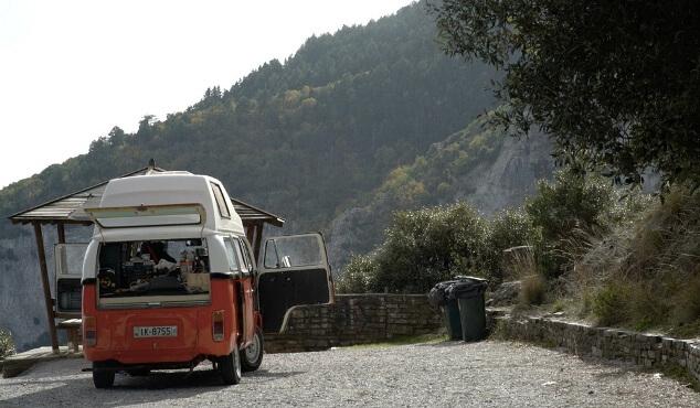 Κάνει πρεμιέρα «Στο δρόμο» ο Γιώργος Μαυρίδης (trailer+photos)