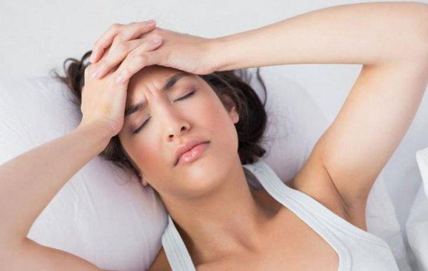Πονοκέφαλος πριν ή μετά το σeξ: Τι μπορεί να «κρύβει»