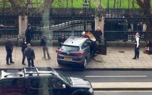 Πυροβολισμοί έξω από το βρετανικό κοινοβούλιο- Αρκετοί τραυματίες (ΦΩΤΟ)