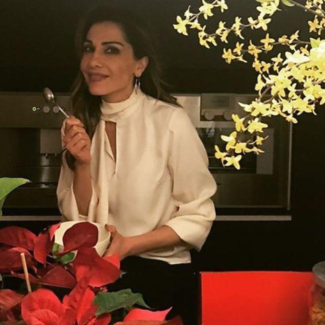 """Η ελληνίδα τραγουδίστρια που κάνει """"νυχτερινές επιδρομές"""" στο ψυγείο (φωτό)"""