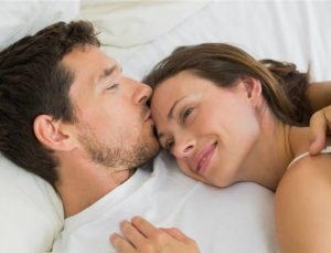 Αν κοιμάστε αγκαλιασμένοι τότε είστε το τέλειο ζευγάρι! Τι λέει η στάση ύπνου για την σχέση σου;