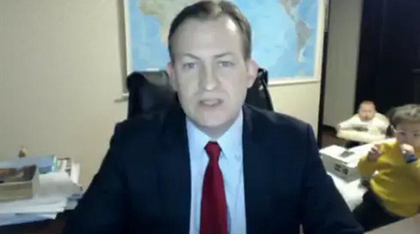 Έδινε συνέντευξη στο BBC και εισέβαλαν τα παιδιά του [βίντεο]