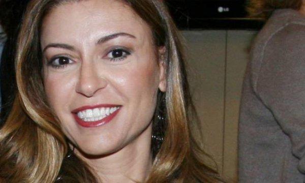Ελληνίδα παρουσιάστρια ερωτευμένη με τον πρώην ελληνίδας τραγουδίστριας