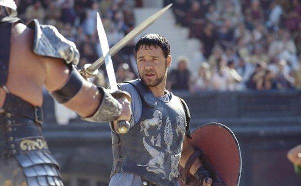 Με μπυροκοιλιά! Αγνώριστος σήμερα ο άλλοτε γυμνασμένος «Μονομάχος» Russell Crowe (φωτό)