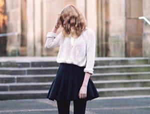 Chic από το πρωί μέχρι το βράδυ! Τρόποι για να συνδυάσεις τέλεια την φούστα με το πουλόβερ σου!