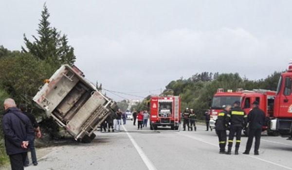 Χανιά: Νεκρός οδηγός απορριματοφόρου που ανατράπηκε
