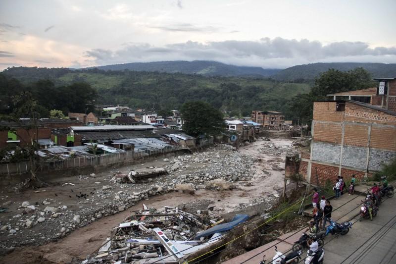 Απίστευτη τραγωδία με 254 νεκρούς συγκλονίζει τον πλανήτη! Αγνοούνται άλλοι 220 (photos+video)