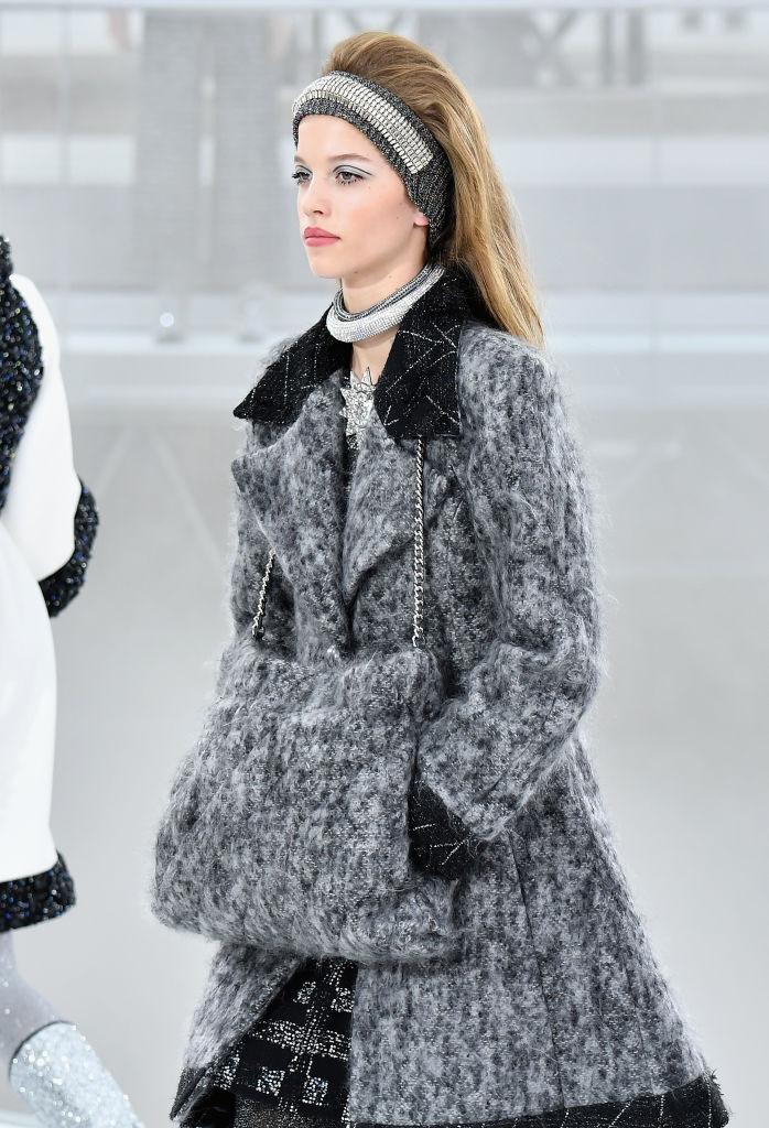 Crystal Choker: Το κολιέ που θα βάλουμε όλες τον επόμενο χειμώνα