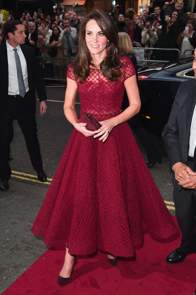 Bρήκαμε τα σκουλαρίκια της Kate Middleton και είναι πολύ πιο φθηνά από όσο νομίζεις