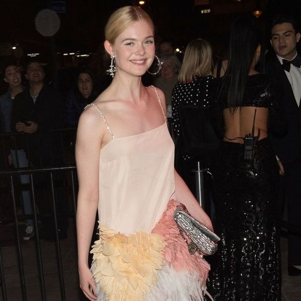 Τον πιο εκλεπτυσμένο τρόπο να φορεθεί το denim μόλις μας τον έδειξε η Elle Fanning