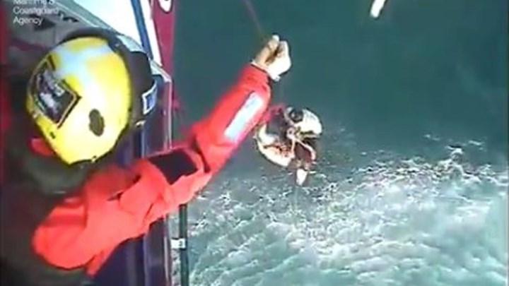 Σέρφερ σώθηκε μετά από 30 ώρες που πέρασε στη θάλασσα [βίντεο+φώτο]