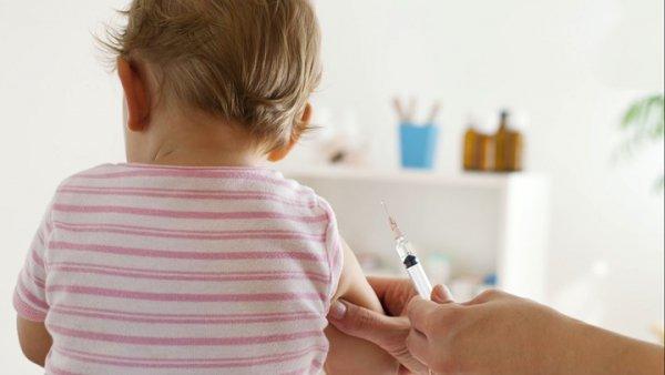 Θα παίρνουν τα παιδιά από τους γονείς αν δεν τα εμβολιάζουν στην Ιταλία