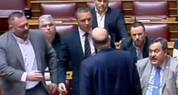 Το βίντεο για τη φρουρά της Βουλής που έγινε viral