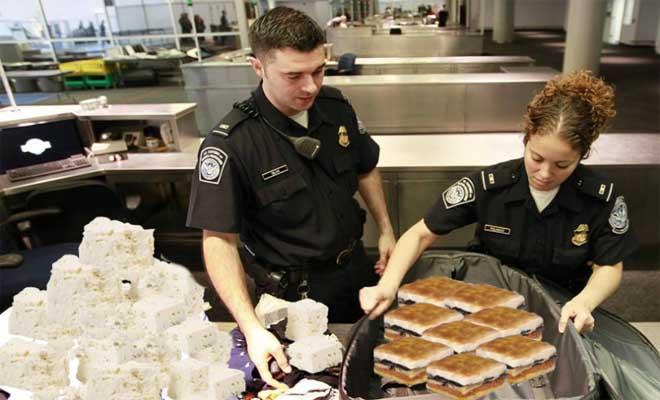 Απίστευτο! Συνελήφθη Έλληνας φοιτητής στο Λονδίνο γιατί είχε 32 κιλά Φέτα, Μουσακά και Σουτζουκάκια