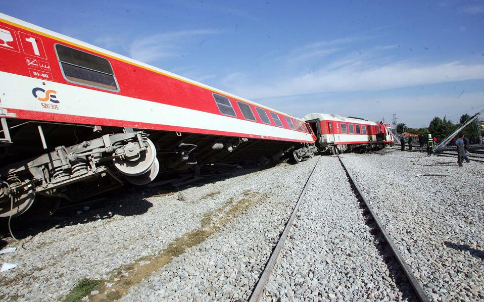 Εκτροχιασμός τρένου στο Άδενδρο: Τα λάθη και οι παραλείψεις – Τι εξετάζουν οι εμπειρογνώμονες