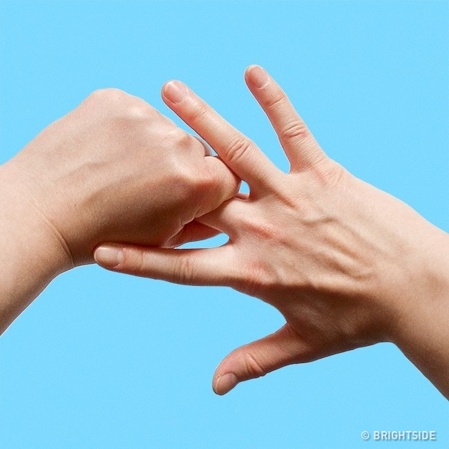 Κρατήστε έτσι τα δάχτυλά σας και θα εκπλαγείτε με αυτό που θα συμβεί