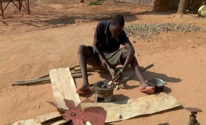 Απίστευτο: Ολόκληρο το χωριό του, ακόμη και η μητέρα του, πίστευαν ότι είναι τρελός. Αλλά δείτε τι έφτιαξε!