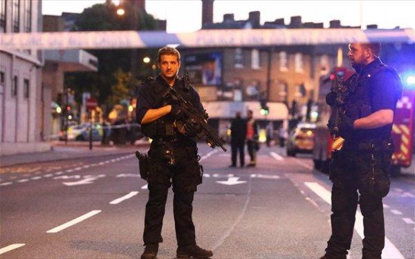 Λονδίνο: Φορτηγάκι έπεσε πάνω σε πεζούς κοντά σε τζαμί – Ένας νεκρός
