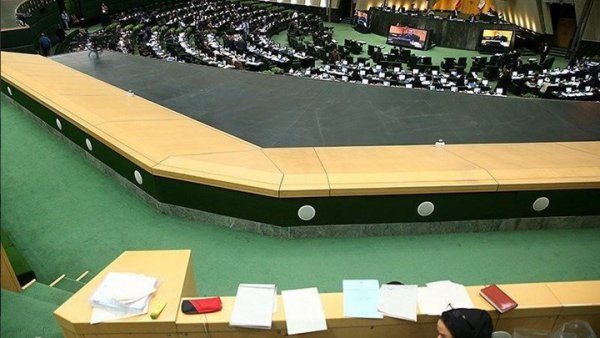 Δυο νεκροί και δεκάδες τραυματίες από την επίθεση στη Βουλή και το μαυσωλείο του Χομεϊνί
