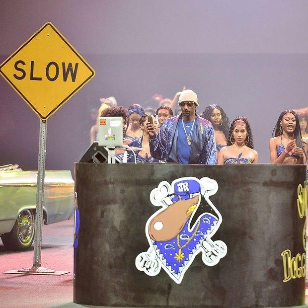 O Snoop Dogg μόλις παρουσίασε την πρώτη του συλλογή ρούχων με τον πιο ανορθόδοξο τρόπο