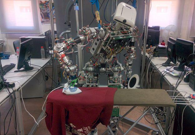 Ρομπότ που σιδερώνει κάνει τις νοικοκυρές να χαμογελούν ξανά