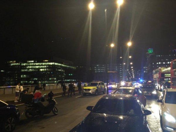ΤΩΡΑ: Τρόμος ξανά σε γέφυρα του Λονδίνου – Βανάκι παρέσυρε πεζούς (ΦΩΤΟ)