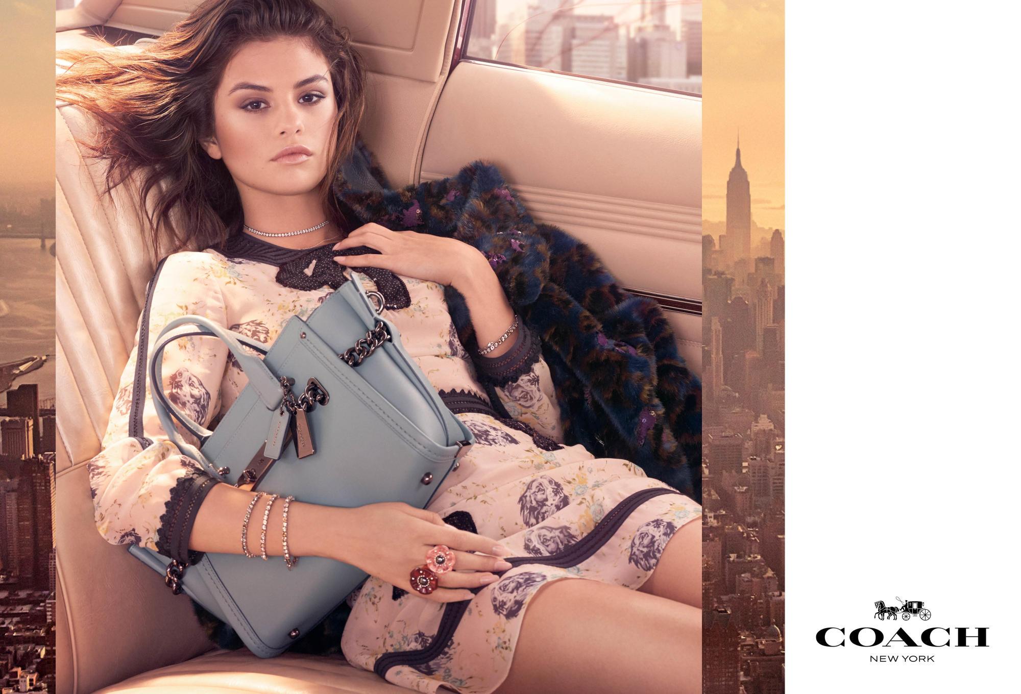 Mόλις κυκλοφόρησε η πρώτη καμπάνια της Selena Gomez για την Coach