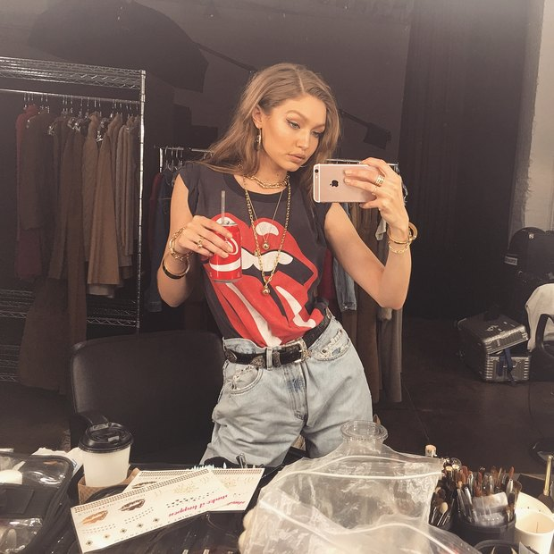 H Gigi Hadid μόλις φόρεσε το χρώμα που βλέπουμε συνέχεια στα μαγαζιά αυτή την στιγμή