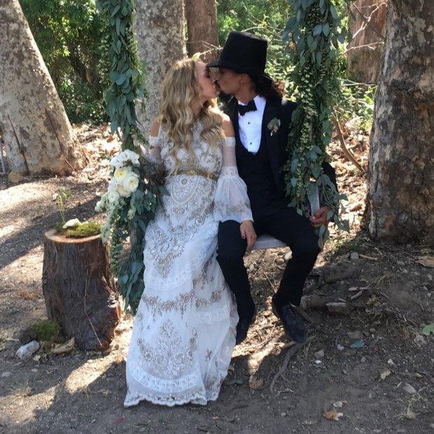 Aυτή η νύφη φόρεσε το πιο bohemian chic φόρεμα που έχουμε δει ποτέ!