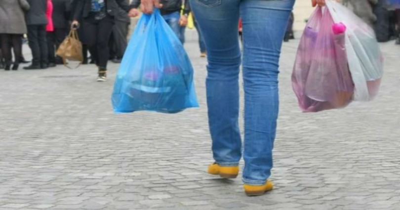 Τέλος με νόμο η δωρεάν πλαστική σακούλα! Θα την πληρώνουν οι καταναλωτές