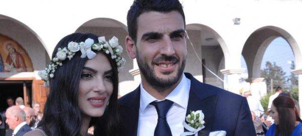 Γάμος – ομελέτα: Κύπρος ποδοσφαιριστής και μοντέλο παντρεύτηκαν και οι καλεσμένοι έριξαν αυγά αντί για ρύζι (φωτό)