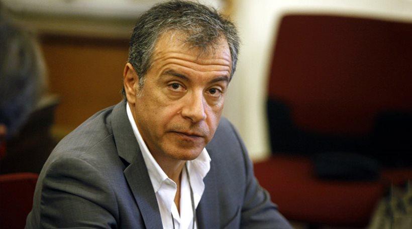 Θεοδωράκης: Να μην προσπαθεί να καθυποτάξει τους δικαστές η κυβέρνηση