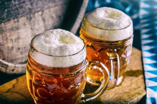 Πόσες θερμίδες έχει τελικά η μπύρα; Πώς θα αποφύγετε το φούσκωμα