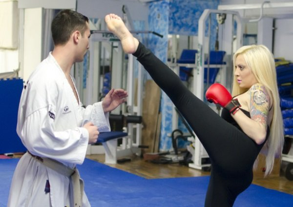 H Ελίνα Μπεκάκου αποδεικνύει ότι το kick boxing έχει πολλά οφέλη…