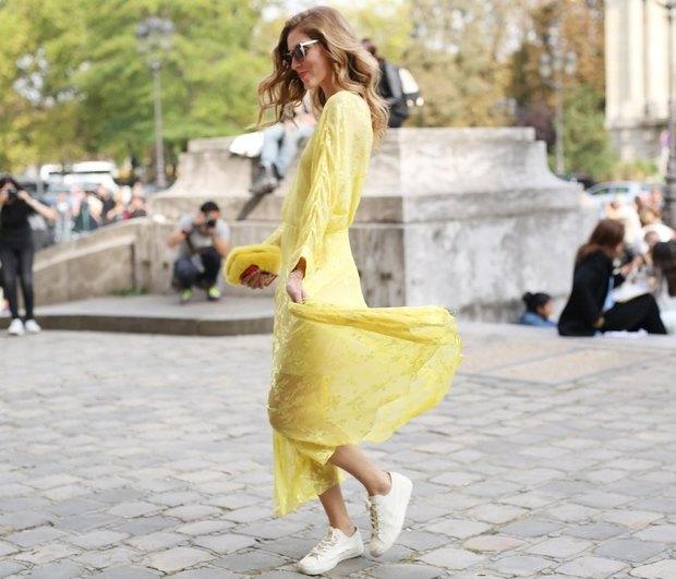 Summer Vibes: 7 νέοι, άκρως καλοκαιρινοί, τρόποι να φορέσεις τα λευκά σου sneakers