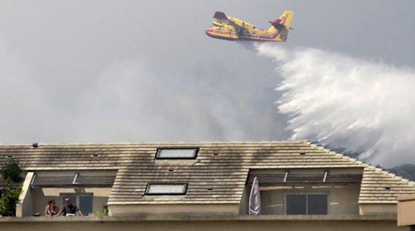 Χάος με τις πυρκαγιές στη νότια Γαλλία: 10.000 άνθρωποι εγκαταλείπουν τις εστίες τους