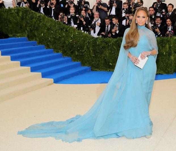 Χρόνια Πολλά J.Lo! Tα 10 πρόσφατα looks της που μας άφησαν με το στόμα ανοιχτό!