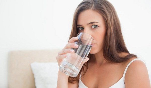 Τα 10 απλά κόλπα για να μην ξεχνάς να πίνεις νερό