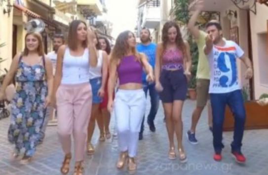 """Κρήτη: Οι κουμπάροι τρέλαναν το ζευγάρι χορεύοντας τη """"Μάντισσα"""" [βίντεο]"""