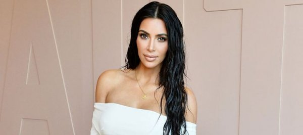 Η προκλητική εμφάνιση της Kim Kardashian με το στήθος της σε κοινή θέα