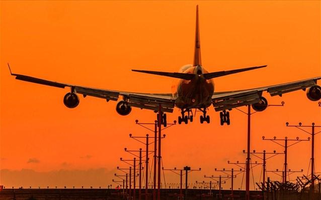 Μελέτη: Η υπερθέρμανση του πλανήτη μπορεί να περιορίσει τις απογειώσεις αεροσκαφών παγκοσμίως