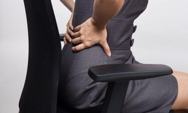 Πολύωρη καθιστική εργασία – Πώς θα «σώσετε» τη μέση σας στο γραφείο
