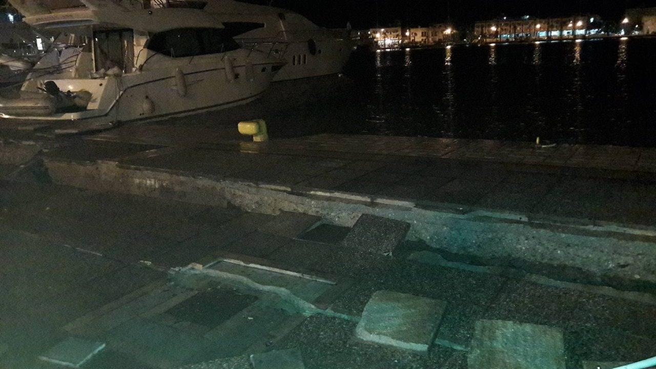 ΤΩΡΑ! Δεν μπόρεσε να δέσει επιβατηγό πλοίο… Σοβαρές ζημιές στο λιμάνι της Κω