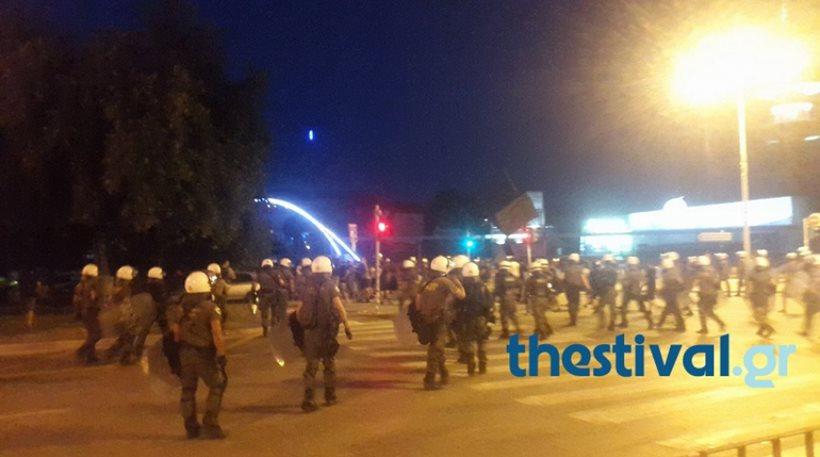 Συμπλοκές μεταξύ ΜΑΤ και αντιεξουσιαστών στο κέντρο της Θεσσαλονίκης