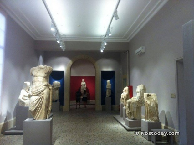 Viral έγινε η φωτογραφία με τα σπασμένα αγάλματα από το μουσείο της Κω [φωτο]