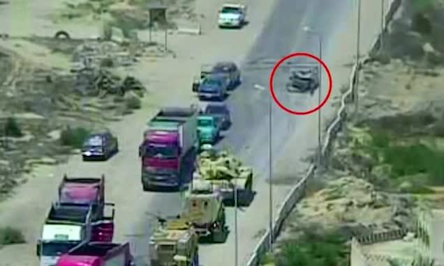Τανκ συνθλίβει παγιδευμένο με εκρηκτικά αυτοκίνητο σώζοντας δεκάδες ζωές [βίντεο]