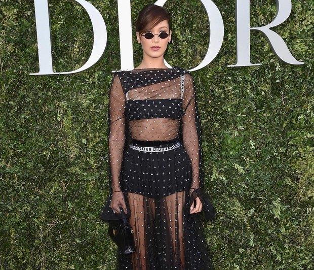 To διάφανο φόρεμα που φοράνε όλες οι celebrities είναι ό,τι πιo ονειρικό έχεις δει