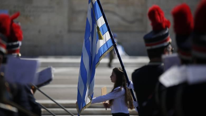 Μετωπική κυβέρνησης-αντιπολίτευσης για τους σημαιοφόρους από κλήρωση
