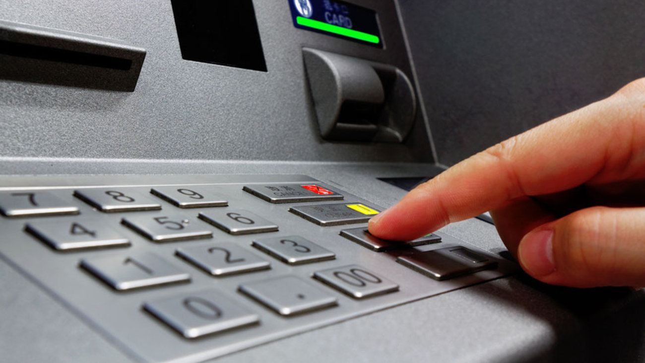 Νέα χαλάρωση στα capital controls – Στα 1.800 ευρώ το μήνα το όριο ανάληψης